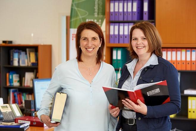 Andrea Kollegger und Monika Hitzelberger sind in der EMG Akademie für Gesundheit