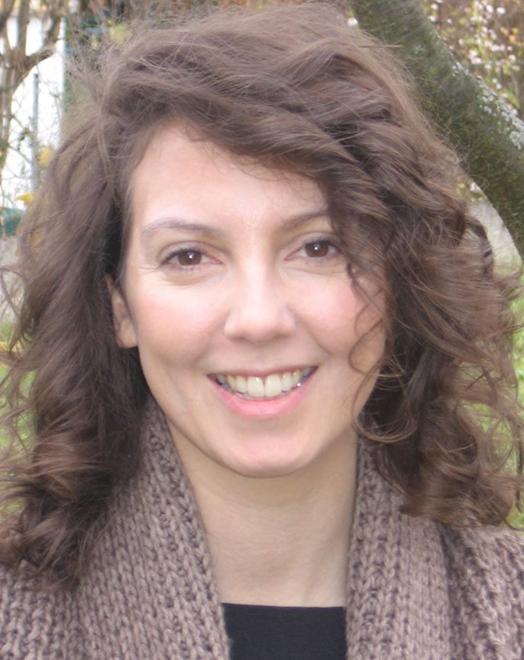 Julia Strauhal ist Schauspielerin und Journalistin